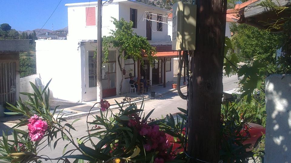 Αΐμονας Καφενείο
